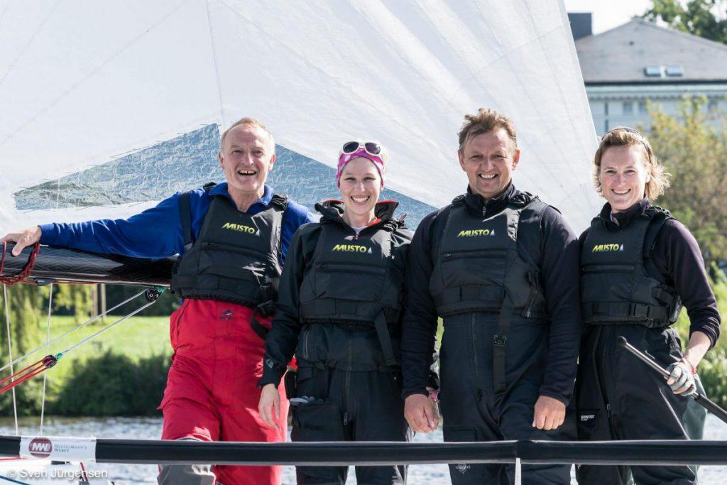 Strahlten nach dem Sieg (vlnr): Ulf Denecke, Anna, Busche, Torsten Haverland und Nadine Stegenwalner vom DSV. Bild: Sven Jürgensen