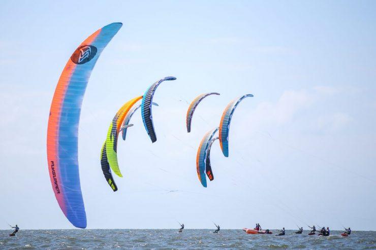 Europameisterschaft der Kitesurfer bei der Warnemünder Woche