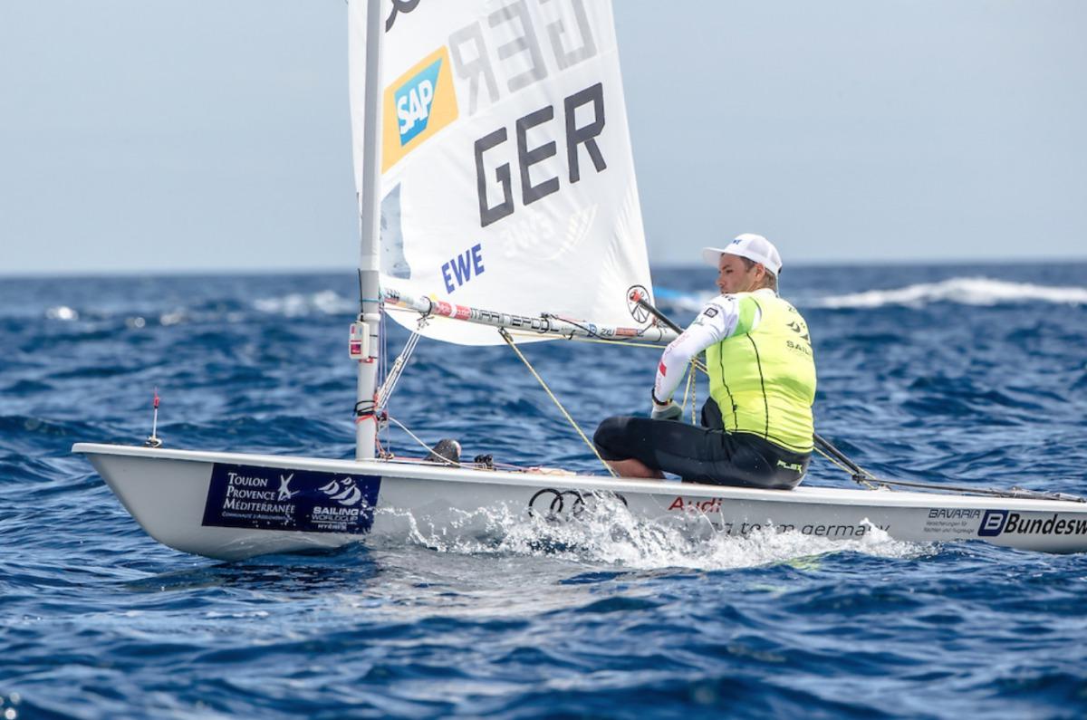 Bei leichtem Wind auf Platz fünf: Philipp Buhl Foto: Sailing Energy/World Sailing