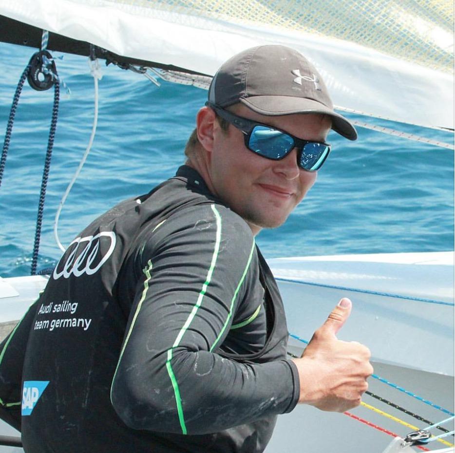Daumen hoch: Phillip Kasüske freut sich über seinen Tagessieg