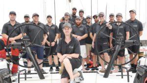 """Wolfgang Schäfer (4. von rechts) mit der Crew der """"Winning Appliances"""", in der Mehrzahl australische Skiff-Segler. Foto:"""