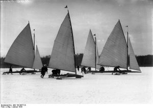 Eissegeln auf dem Müggelsee. Bild. Bundesarchiv Berlin