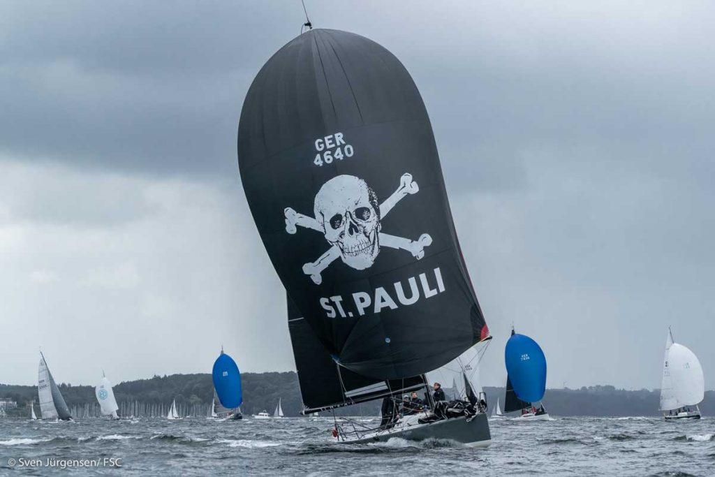 """Max Augustins Crew der Farr 30 """"Heat"""" zeigten Allround-Fähigkeiten udn segelten auf Platz 2. Foto: Sven Jürgensen"""