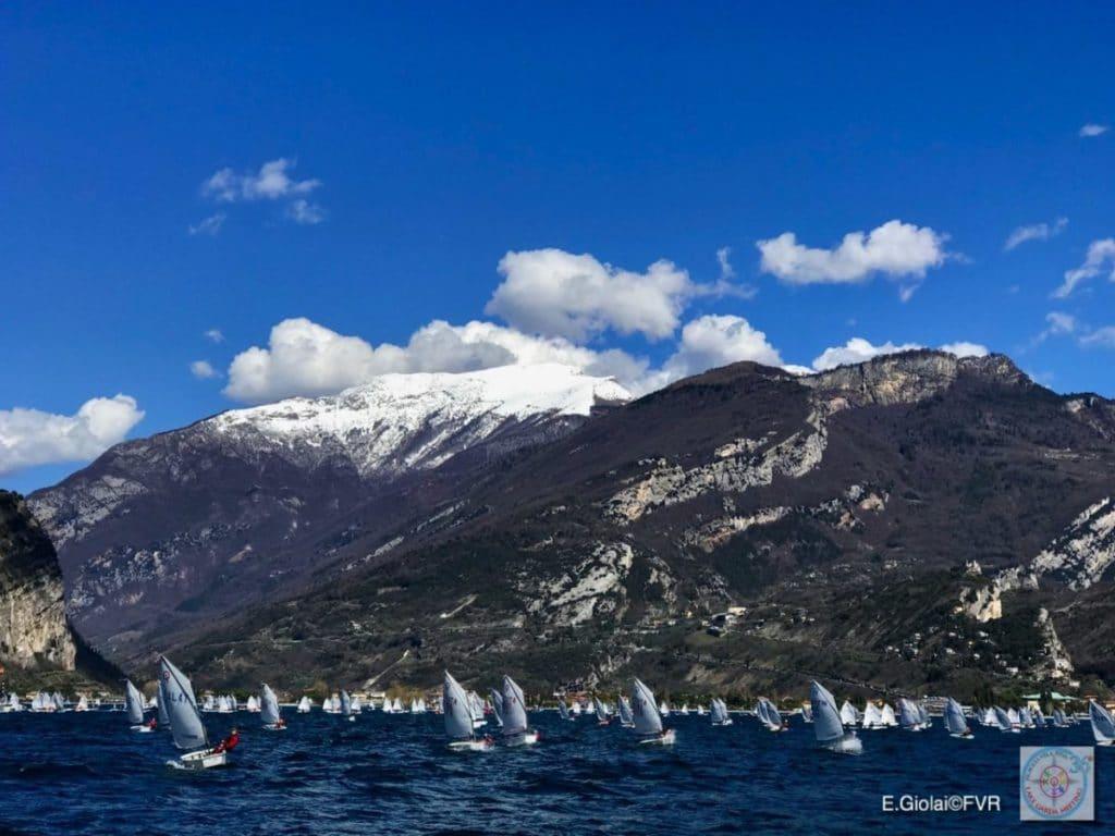 Opti-Regatta der Superlative: Zum Lake Garda-Meeting kommen über 1000 Jüngstenseglerinnen und -segler. Foto: Elena Giolai/Fraglia Vela Riva