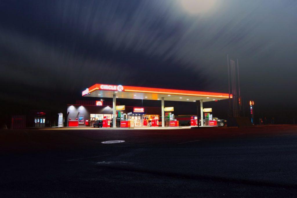 Wer an viel frequentierten Tankstellen bunkert, vermindert das Risiko von Dieselpest im Tank