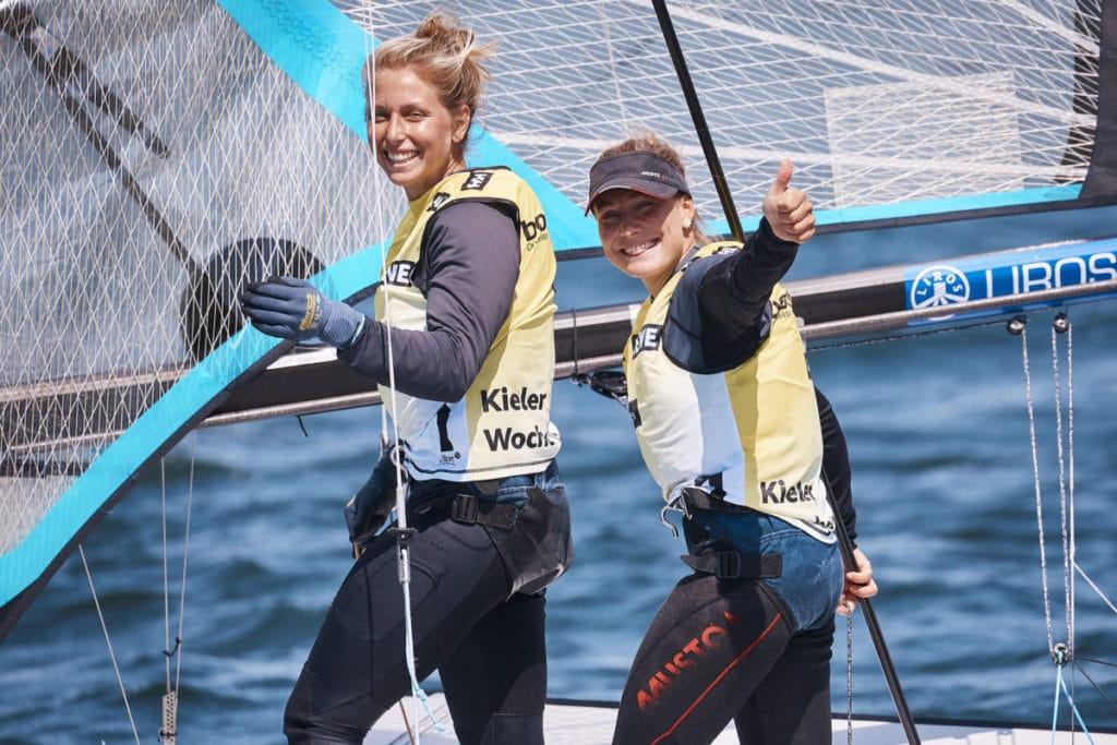 Victoria Jurczok und Anika Lorenz freuen sich über ihren ersten Kieler Woche-Sieg