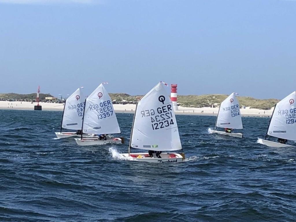 Störtebeker Opti Cup: tolle Segelbedingungen vor Helgoland. Foto: Arnt Bruhns