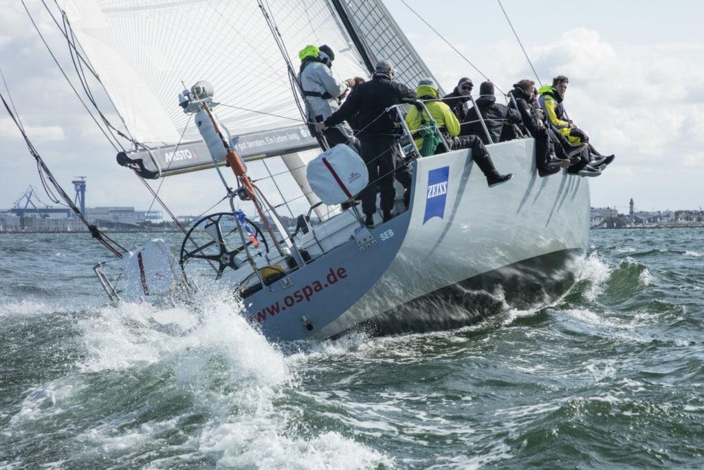 """Die Crew der """"Ospa"""" stellte einen neuen Streckenrekord Rund Bornholm auf. Foto: Warnemünder Woche/Pepe Hartmann"""