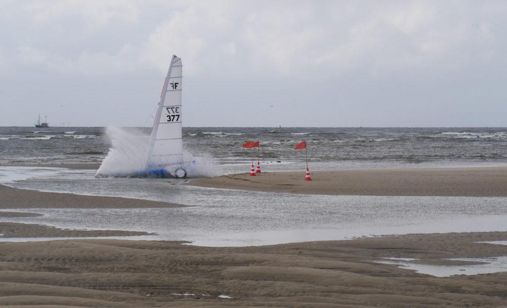 Nach Sturm mit Windstärke 10 präsentierten sich die Pisten vor SPO teils recht unwegsam. Foto: YCSPO